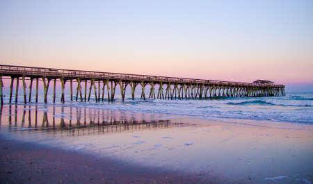 Pier langs de Myrtle Beach kust op de prachtige Atlantische Oceaan.