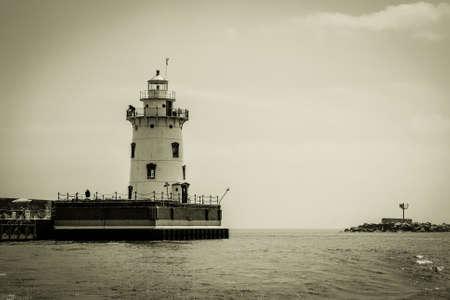 lake michigan lighthouse: El Faro del puerto de Playa ha montado guardia sobre la costa del lago Huron durante m�s de un siglo. Harbor Beach, Michigan. Foto de archivo