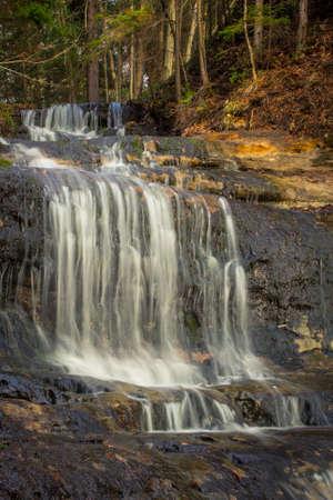 alger: Alger cade. Bella Alger Falls si trova lungo la US 28 a Munising Michigan. Archivio Fotografico