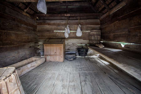 Ein-Zimmer-Hütte. Innenraum eines einem Raum Pionier Kabine. Dies ist eine Struktur für die Öffentlichkeit zugänglich in den Smoky Mountains Nationalpark. Es ist nicht ein privat Wohnsitz oder Eigentum im Besitz. Editorial