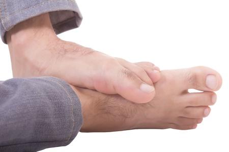 pies masculinos: pies del hombre aislado en un fondo blanco