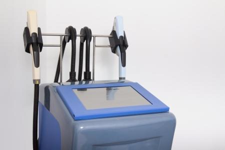 Depilación láser equipo en la clínica de cosmetología