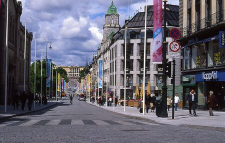karl: Oslo´s main street Karl Johans Gate with the Royal Palace in the background.