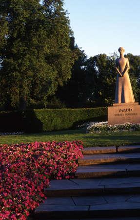 Estatua de la Reina Maud en Oslo.  Foto de archivo - 298801