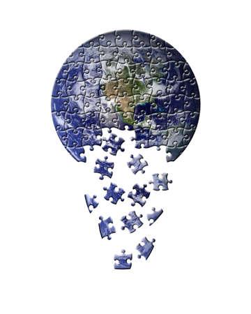 courtoisie: Abstraction de la terre comme un puzzle avec des pi�ces qui tombent. Isol� sur un fond blanc. Terre photo courtoisie de la NASA visibleearth.nasa.gov