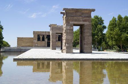 Templo de Debod (Templo de Debod), templo egipcio con sede en Madrid, España, donado por Egipto.  Foto de archivo - 684645