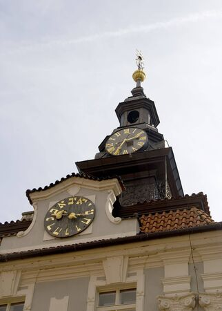 Jewish Town Hall in Prague with its two clocks, one with Roman numerals and the other with Hebrew numbers. 版權商用圖片