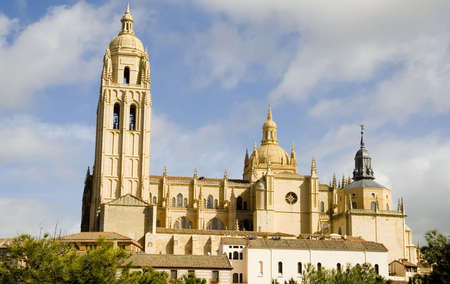 castilla leon: View of Segovia Cathedral in Segovia, Castilla Leon, Spain.  Begun in 1525, it is constructed in the gothic style and is one of the most emblematic cathedrals in Spain. Stock Photo