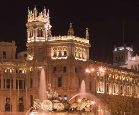 palacio de comunicaciones: Plaza de Cibeles in Madrid, Spain at night.  With Cibeles Fountain and the Royal Mail office in the background (Palacio de Comunicaciones or Correos).