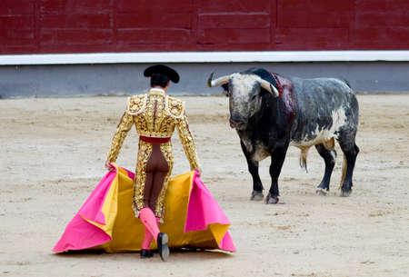 matador: Een torero (of matador) in de Plaza de Toros