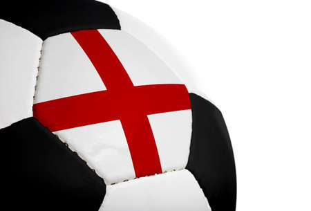 Engels vlag geschilderd  geprojecteerd op een voetbal (soccer ball). Geïsoleerd op een witte achtergrond.