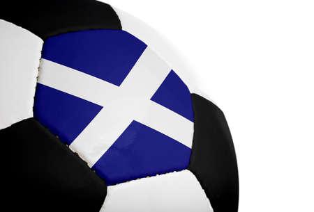 Schotse vlag geschilderd  geprojecteerd op een voetbal (voetbal). Geïsoleerd op een witte achtergrond.