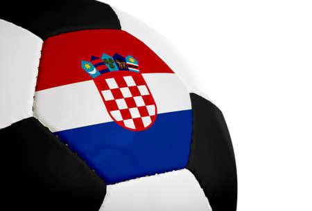Kroatische vlag geschilderd  geprojecteerd op een voetbal (soccer ball). Geïsoleerd op een witte achtergrond.