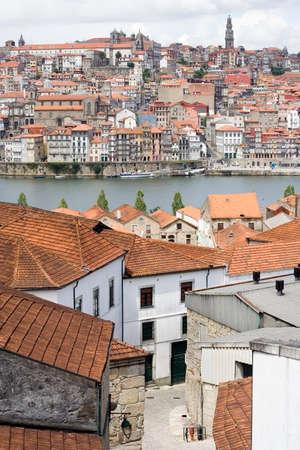 View of narrow streets and Porto from Vila Nova da Gaia, across the river Douro from Porto in Portugal. 版權商用圖片 - 1710481