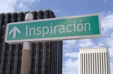 """비즈니스 지구에 위치한 화살표와 스페인어 단어 """"inspiracion""""와 거리 표지판 스톡 콘텐츠 - 1935938"""