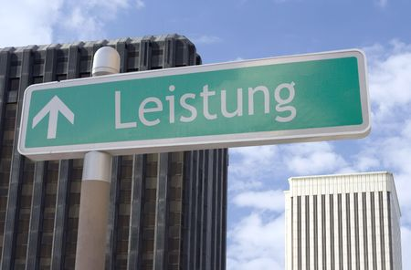 화살표와 독일어 단어가있는 거리 표지판 스톡 콘텐츠 - 1989754