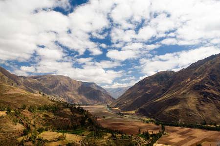 incan: Veduta della Valle Sacra (Valle Sagrado) vicino a Pisac, Per�. Vicino alla vecchia capitale Inca, che contiene numerosi resti archeologici.
