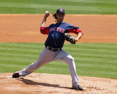 j�piter: JUPITER, Florida Estados Unidos - el 24 de marzo de 2010: Red Sox comenzando lanzador que Clay Buchholz lanza durante los Boston Red Sox vs Florida Marlins entrenamiento de primavera juego.