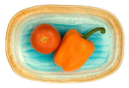 shelling: Tomato and capsicum on a oval shelling plate