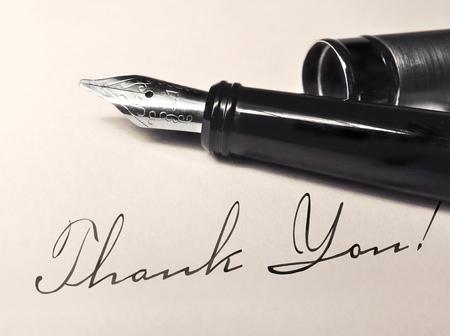 Vulpen op antieke brief met schrijven dank u