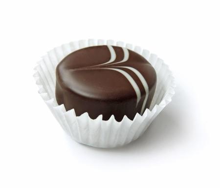 truffe blanche: Chocolat truffe, isolé sur blanc Banque d'images