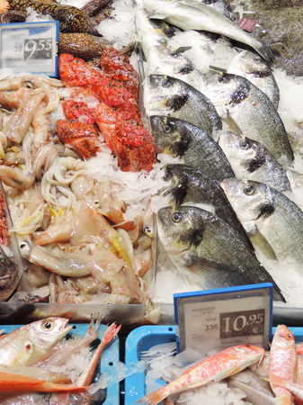 crushed ice: Fresh fish cooled on crushed ice on a market stall in a supermarket. Stock Photo