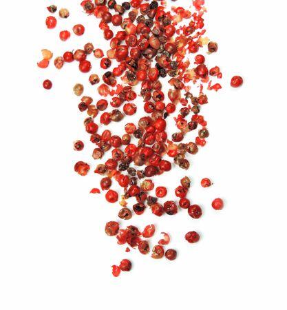 poivre ou poivre rouge, isolé sur blanc