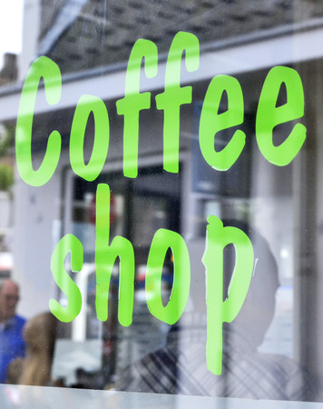 Koffieshop in Amsterdam.Amsterdam coffeeshop met selectieve aandacht. Stockfoto