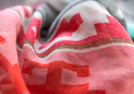 multicolored: Wavy scarf with multicolored pint