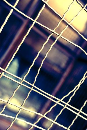 cellule prison: cellule de la prison avec des barres pliées, scène jailbreak.