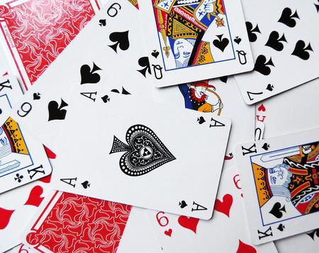 Jugando a las cartas, juego de cartas de antecedentes.