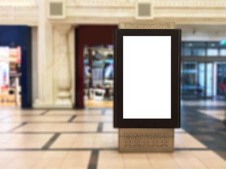 Leerer Innenporträt-Digital-Signage-Lichtkasten mit unscharfem Mallhintergrund. Ideal für digitale Werbung, Informationstafeln, Mall-Anzeigen, Videowände und große Plakate für Kampagnen Standard-Bild
