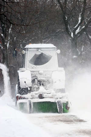 tractor clean snow