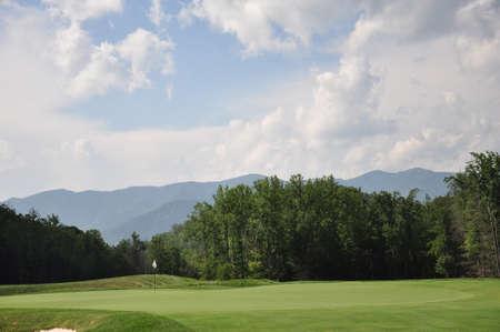 Groen van een golfbaan in de bergen in Noord-Carolina Stockfoto