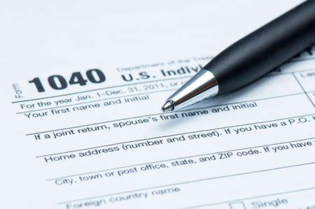 Amerikaanse belasting formulier en close-up van de uitvoerende stijlpen