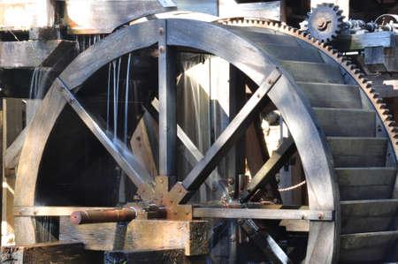 molino de agua: El agua rueda de molino histórico Yates en Raleigh, Carolina del Norte
