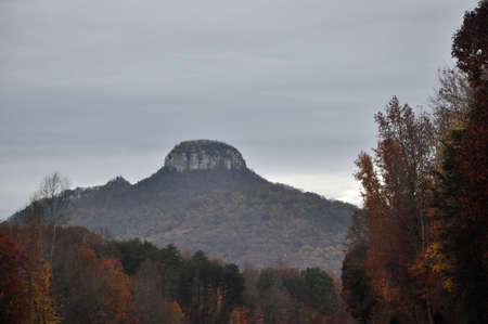 Autums Szene der Pilot Mountain in West-North Carolina
