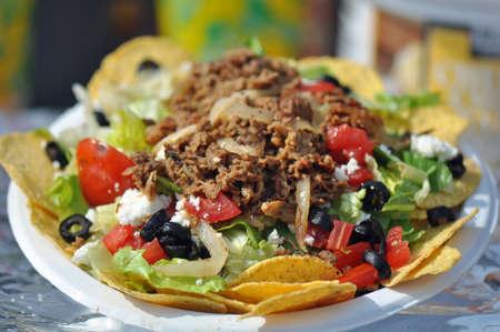 salad plate: Loaded Insalata mista Nacho o Taco Archivio Fotografico
