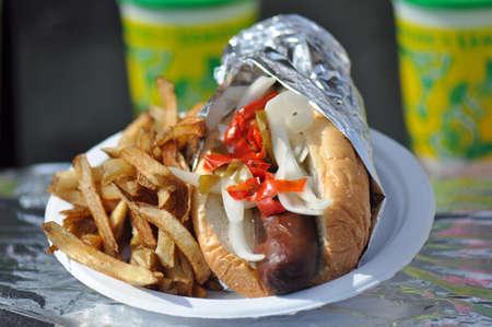 Een varkensvlees Kielbasa worst hotdog te koop bij de North Carolina State Fair Grounds in Raleigh Stockfoto