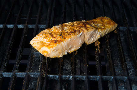 king salmon: Grilling a fillet of Alaskan King salmon