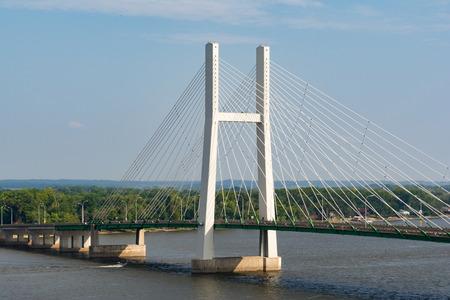 The Great River Bridge over the Mississippi in Burlington, Iowa. 版權商用圖片