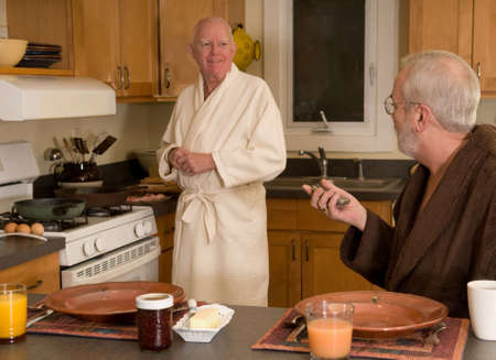 bacon love: Mature married gay couple preparing breakfast