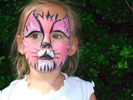 Toddler With Painted Face 新聞圖片