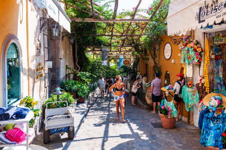 Positano, Italy - September 05, 2019: Amazing medieval Positano cityscape on rocky landscape, people and tourists walking by the cozy streets full of art galleries, shops and local businesses 版權商用圖片