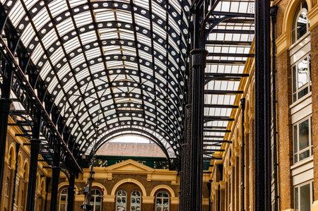 London, United Kingdom - September 14, 2017: Metal glass roof construction in riverside passage in London 新聞圖片