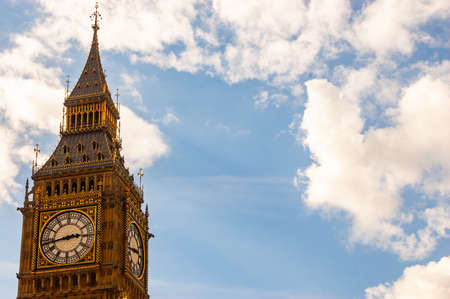 London, United Kingdom - September 14, 2017: Famous clock tower of Big Ben is a classic symbol of London with sunny cloudy sky on the background 新聞圖片