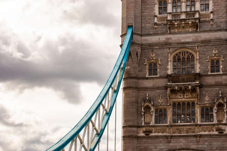London, United Kingdom - September 14, 2017: The vibrant azure metal fragment of the famous Tower Bridge in London hanging from one of the two main towers of the bridge 新聞圖片