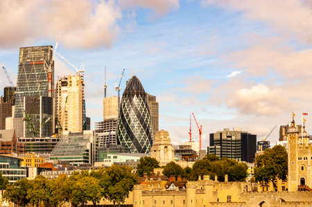 London, United Kingdom - September 14, 2017: Modern cityscape of London on the background and the fragment of the Tower complex on the foreground 新聞圖片
