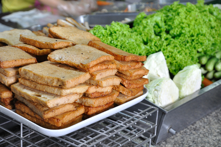 Slice pork sausages arrange on whit tray with various vegetable in market. Stock Photo