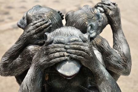monos: Tres monos sabios o tres monos místicos sagrado icono antiguo